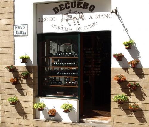 DECUERO LEATHER