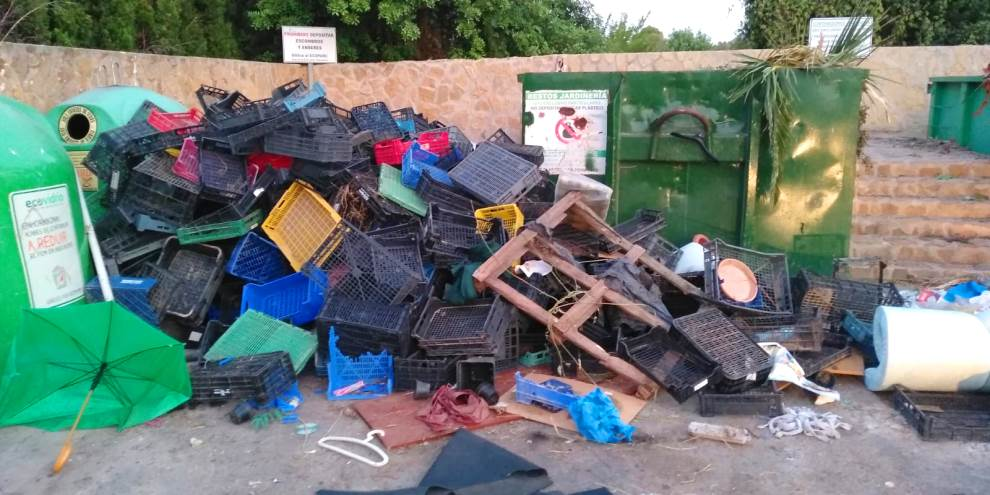POLICE SEEK OUT AND FINE PERSON RESPONSIBLE FOR ILLEGAL DUMPING